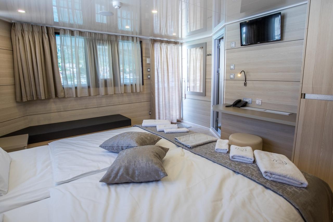 Desire Dlx Sup Croatia Cruises Tours