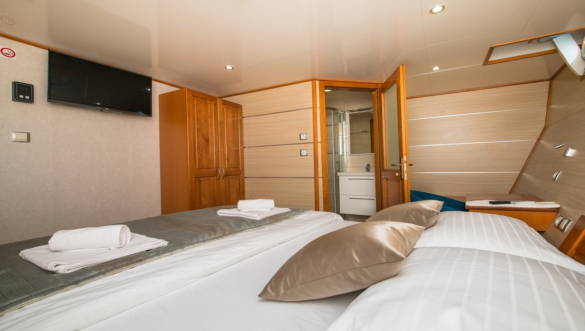 Karizma Dlx Sup Croatia Cruises Tours